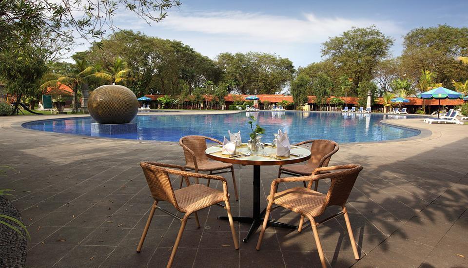 Singgasana Hotel Surabaya - Swimming Pool