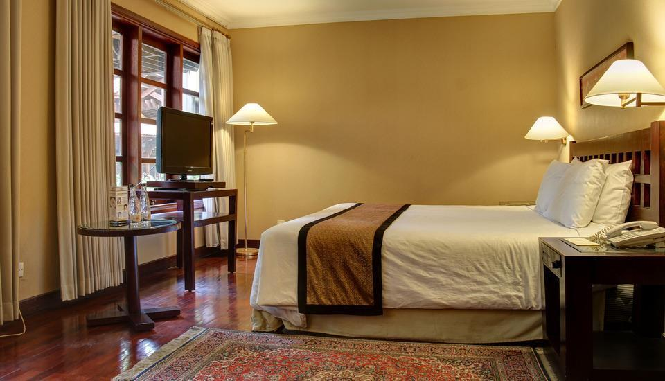 Singgasana Hotel Surabaya - Executive Deluxe Regular Plan