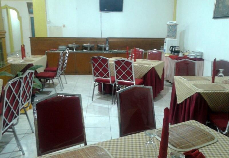 Hotel Yuriko Padang - Restaurant Hotel Yuriko, tersedia 24 jam coffe dan Tea