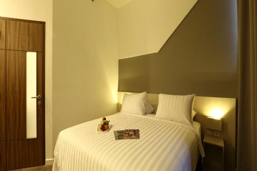 Ozone Hotel Jakarta - Deluxe Room With Breakfast Regular Plan