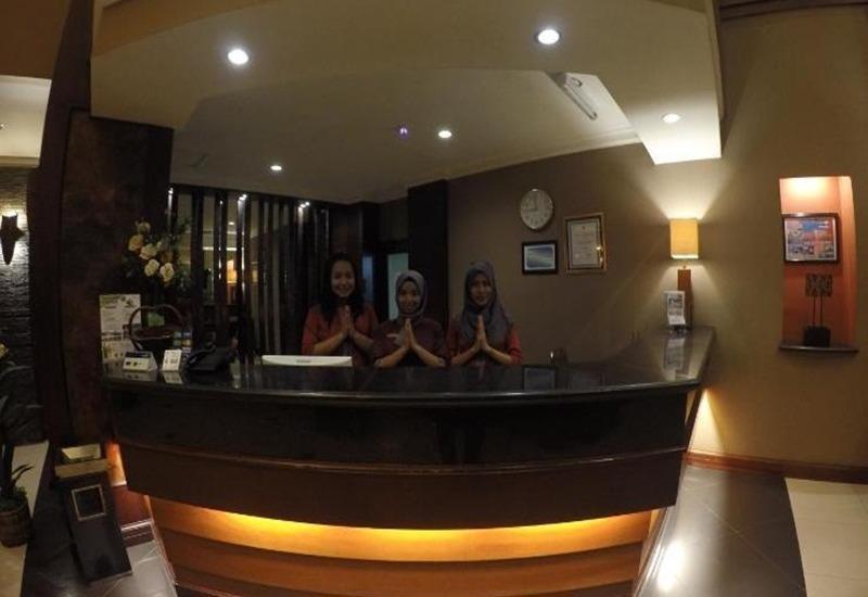 Harmonis Hotel Tarakan - Resepsionis