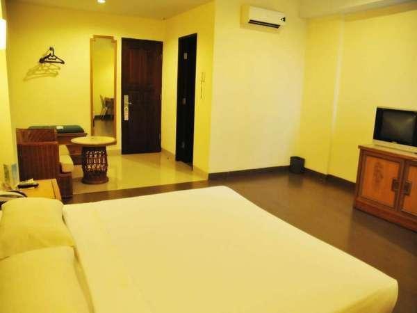 Losari Beach Hotel Makassar - Standard Room Only Weekend Promo Disc 40%