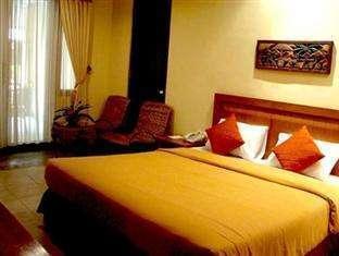 Lotus Garden Hotel Kediri - Kamar tidur