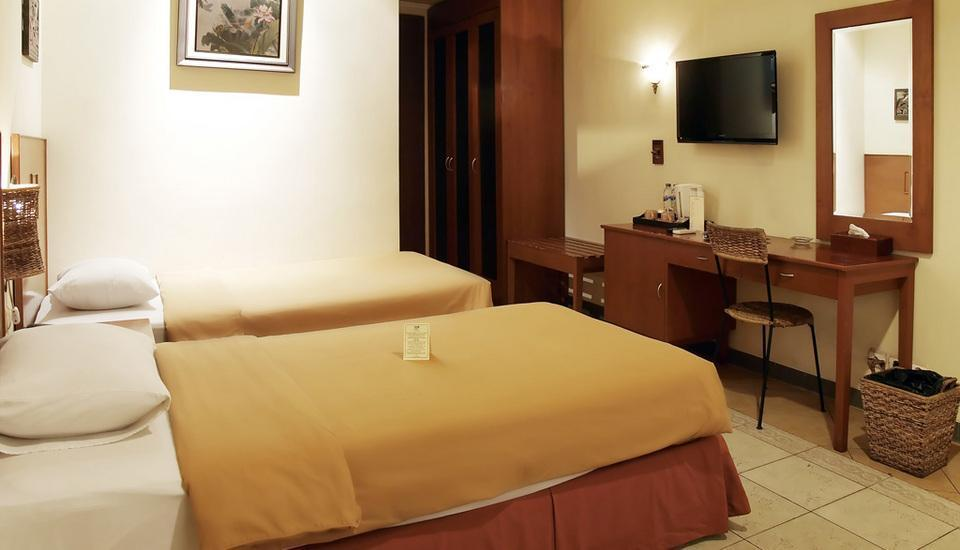 Lotus Garden Hotel Kediri - Deluxe Room Only Regular Plan