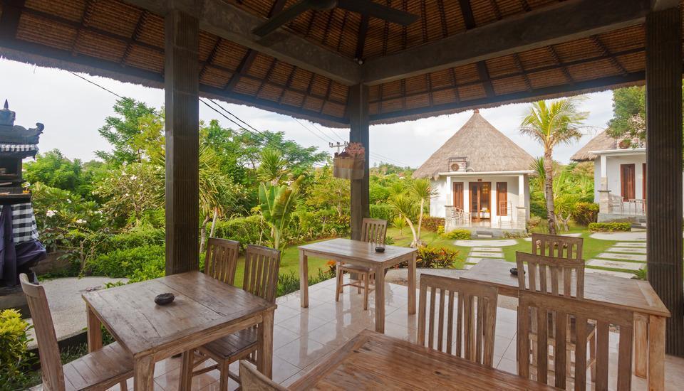 ZEN Premium Pecatu Tanjung Simah Bali - bersantap di luar ruangan