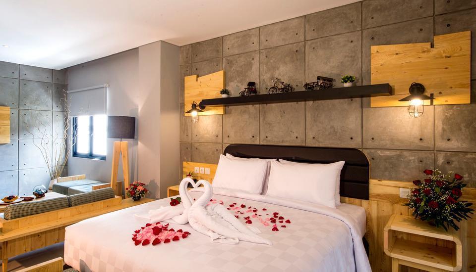 Ayaartta Hotel Malioboro Yogyakarta - Junior Suite Room dengan dekorasi untuk honeymoon