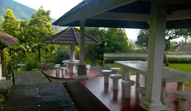 Resort Prima Coolibah Bogor - Barbeque Area