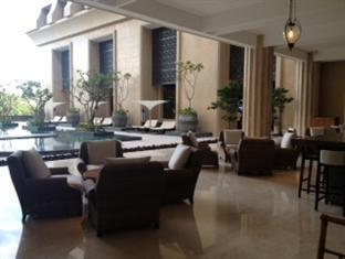 Hotel Tentrem Yogyakarta - Restoran tepi kolam