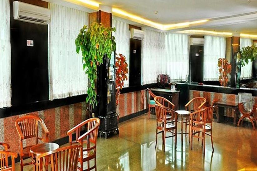 Plaza Hotel Mangga Dua - Lobby
