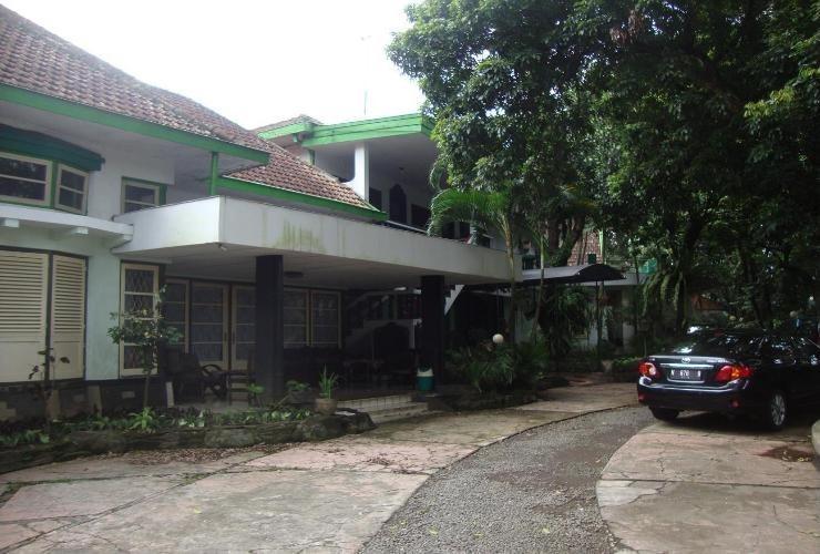 Splendid Hotel Malang - Halaman Depan
