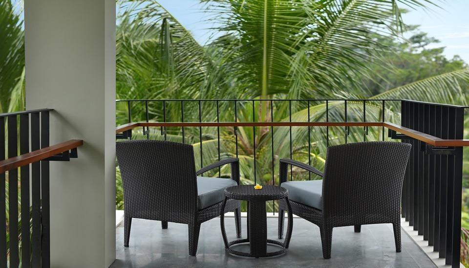 Royal Kamuela Villas & Suites at Monkey Forest Ubud - Suite Balcony