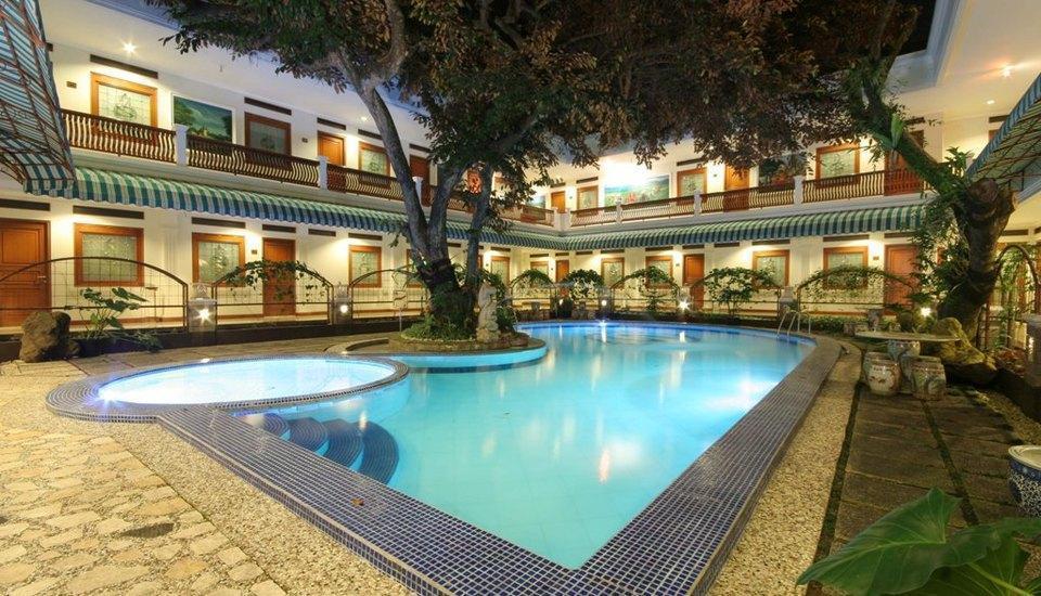 Sahira Butik Hotel Bogor - Swimming Pool