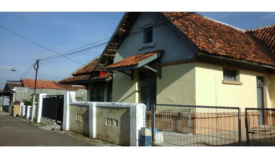 Dahlia Asri Homestay And Guest House Purwakarta - Exterior