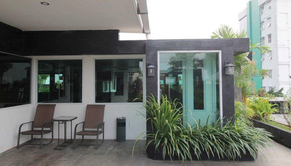 RedDoorz Plus at Fatmawati - Exterior