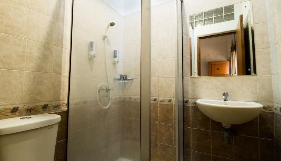 RedDoorz @ Gatot Subroto Bandung - Kamar mandi