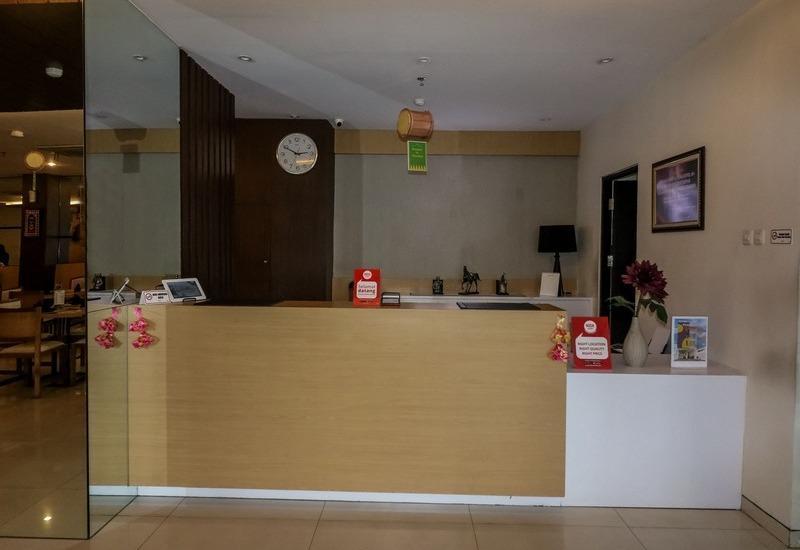 NIDA Rooms Surabaya Kedungsari - Resepsionis