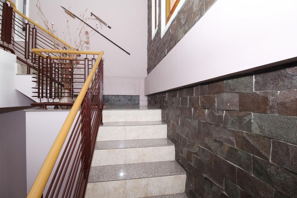 Airy Eco Syariah STTA Pelem Lor Gang Dewandaru Dua Yogyakarta - Stairs