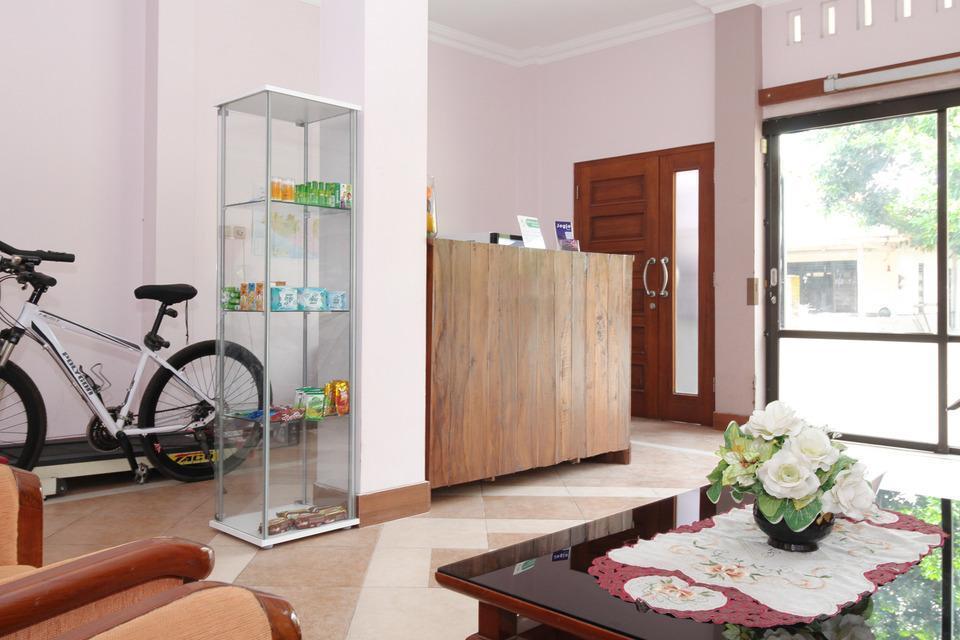 Airy Eco Syariah STTA Pelem Lor Gang Dewandaru Dua Yogyakarta - Lobby