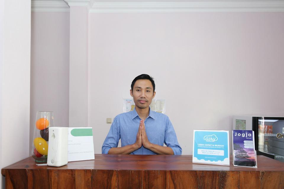Airy Eco Syariah STTA Pelem Lor Gang Dewandaru Dua Yogyakarta - Receptionist
