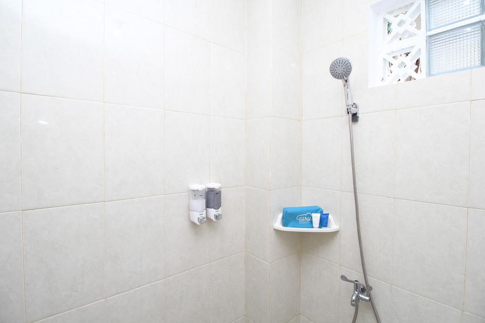 Airy Eco Syariah STTA Pelem Lor Gang Dewandaru Dua Yogyakarta - Bathroom