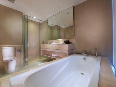Aston Banua Hotel Banjarmasin - Suite Room (kamar mandi)