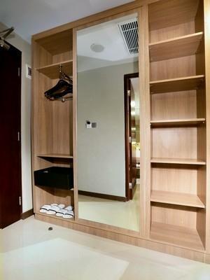 Aston Banua Hotel Banjarmasin - Lemari pakaian