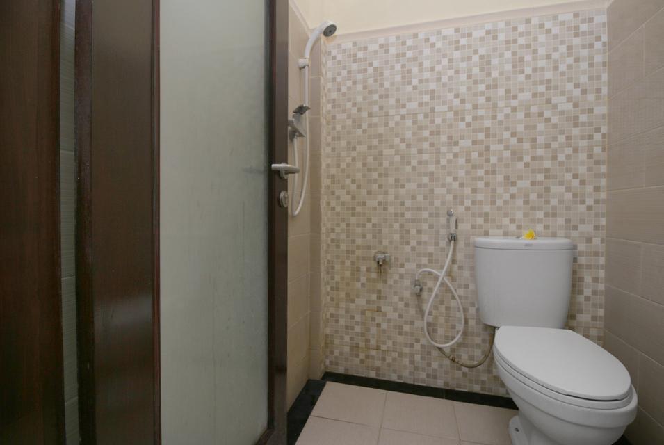 Airy Raya Pengadangan Mengwi 2 Bali - Bathroom