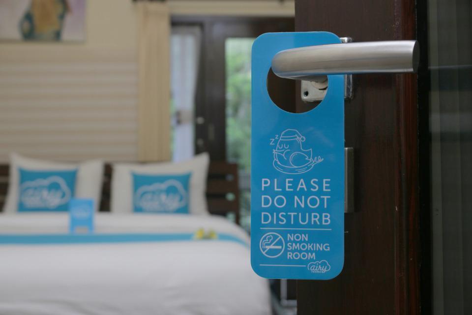 Airy Raya Pengadangan Mengwi 2 Bali - Door Hanger
