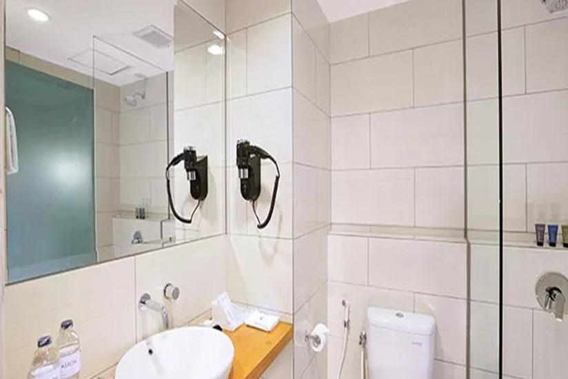 Aston Anyer - Kamar mandi