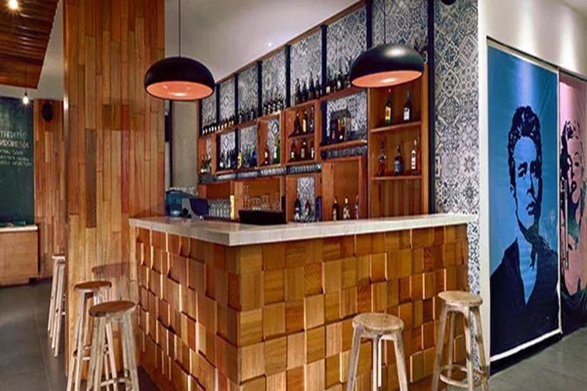 Aston Anyer - Bar