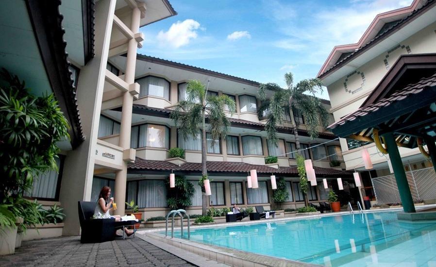 Bentani Hotel Cirebon - Kolam Renang