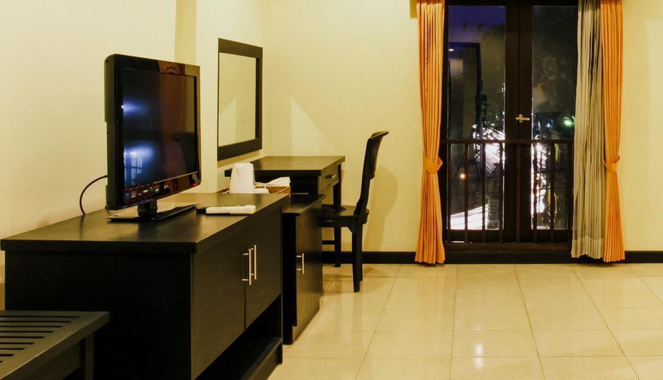 Hotel Intan Sari Bali - Meja Kerja, LCD Plasma TV, TV Kabel