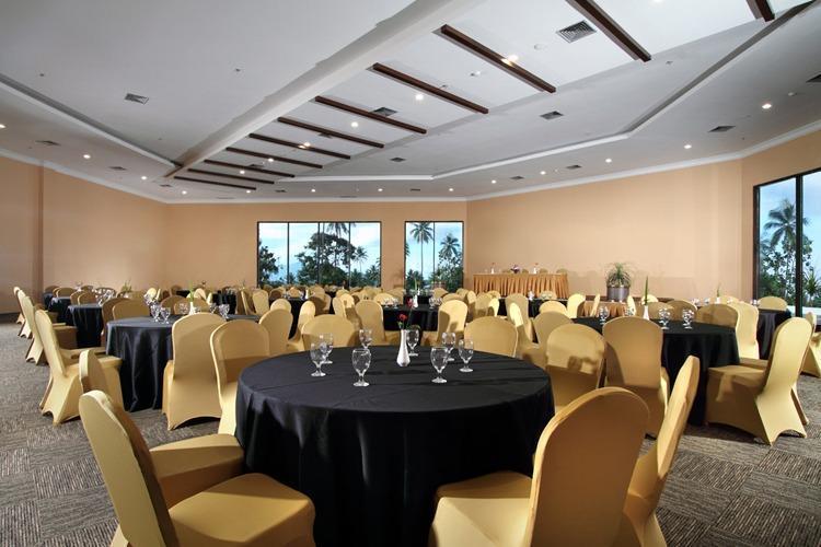 Sutan Raja Hotel  Manado - Ballroom
