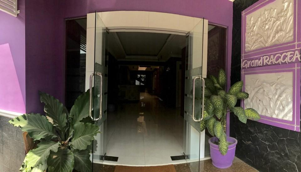 Grand Raggea Hotel Malang - pintu masuk