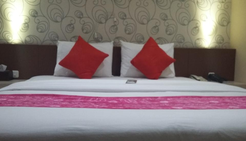 Queen City Hotel Banjarmasin - Deluxe King Room Regular Plan
