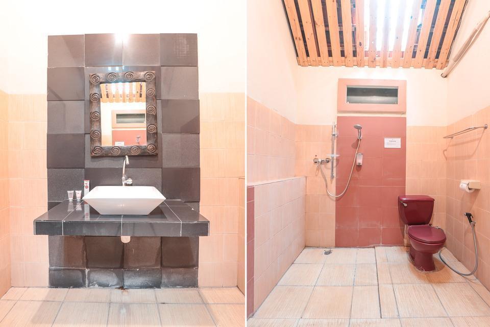 OYO 243 The Village Bumi Kedamaian Bogor - Bathroom