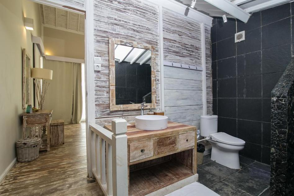 Sudamala Resort, Seraya Flores - Bathroom