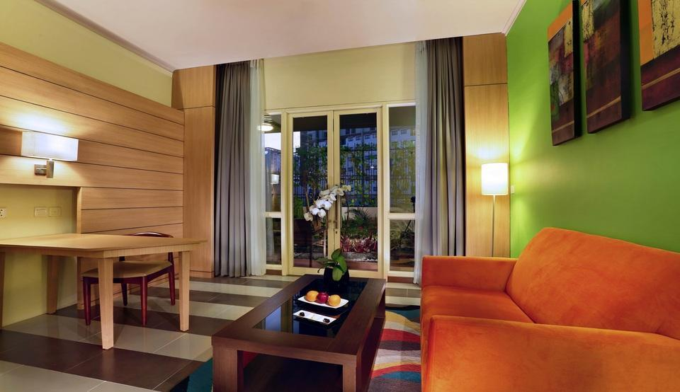 Atria Hotel Gading Serpong South Tangerang - Suite with Balcony