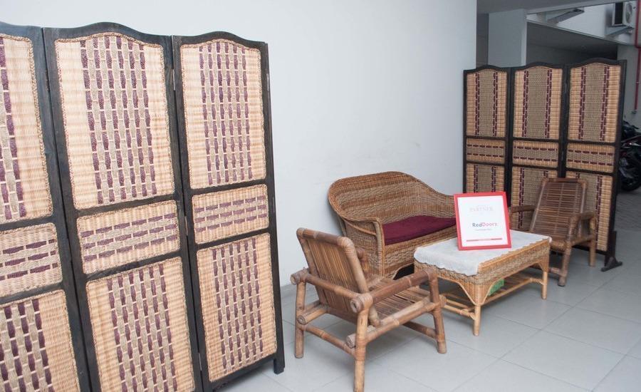 RedDoorz @ Diponegoro Surabaya - Interior