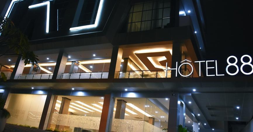 Hotel 88 Tendean - Hotel depan