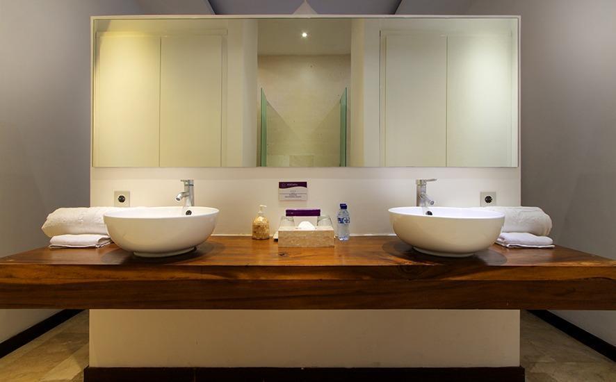 Anemalou Villas & Spa Seminyak - kamar mandi