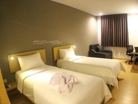 Kyriad Hotel Fatmawati Jakarta Jakarta - Grand Deluxe Room with simple breakfast BASIC DEAL