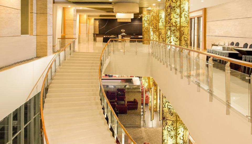 Atria Hotel Magelang - Staircase_Lobby