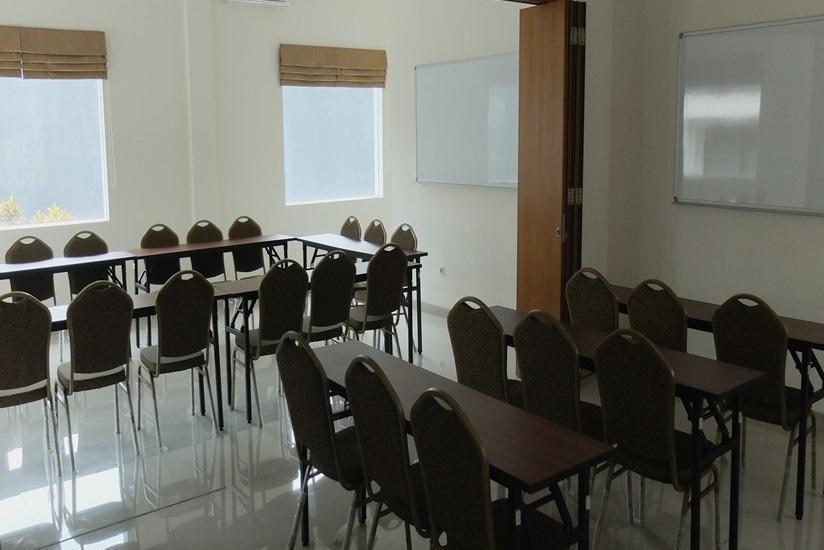 Frances Hotel Bandung - Ruang Rapat