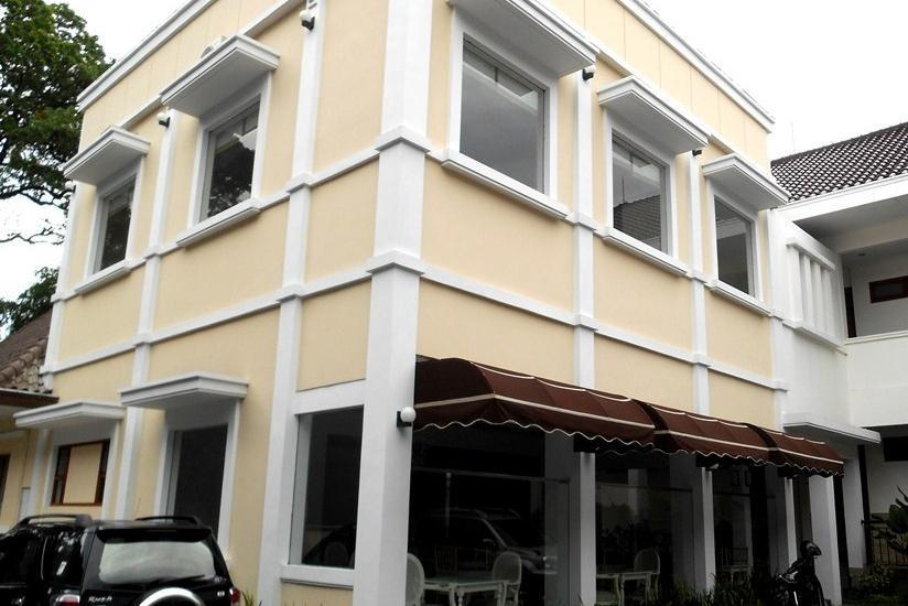 Frances Hotel Bandung - Eksterior