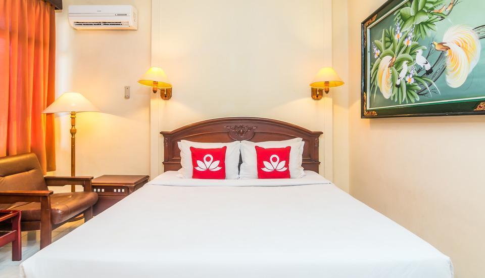 ZenRooms Kuta Square - Tampak tempat tidur double