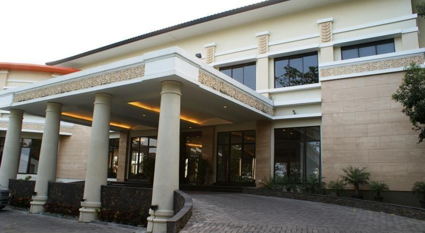 The Oxalis Regency Hotel Magelang - (07/July/2014)