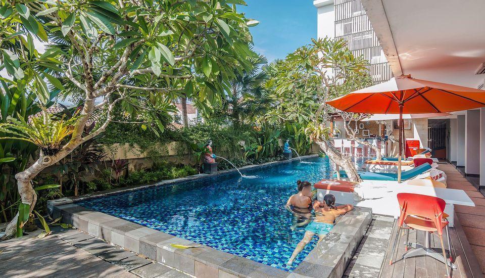 ZEN Premium Seminyak Drupadi 3 Bali - Kolam Renang