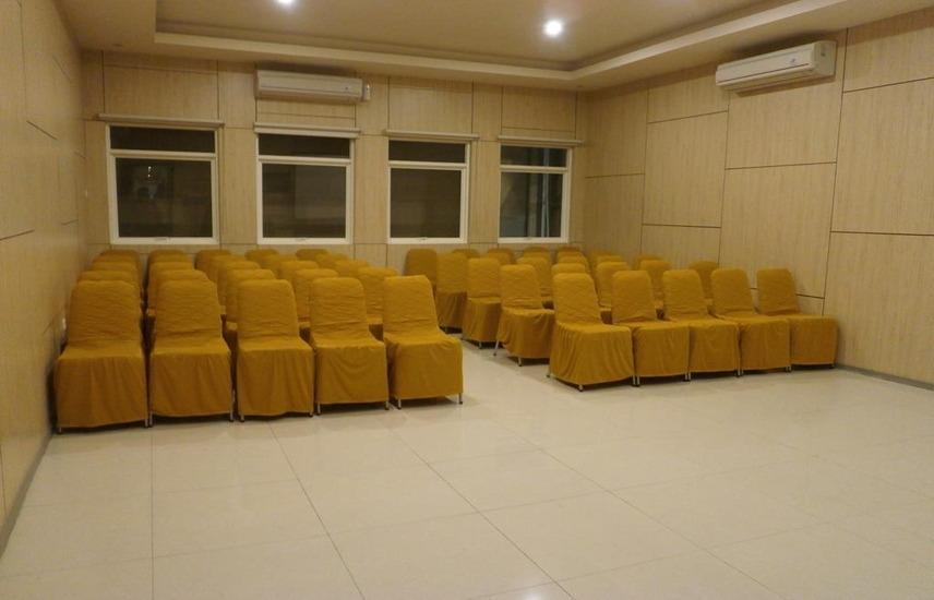 D'Hotel Holiday Makassar Makassar - Meeting room