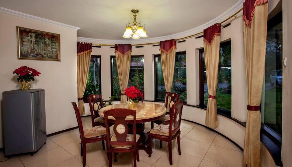 Hotel Batu Permai Malang - Dining Room